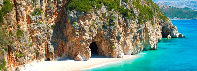 Circuit Albanie - Jour 6 : Grotte des pirates - Plage de Dhermi - Parc de Llogara