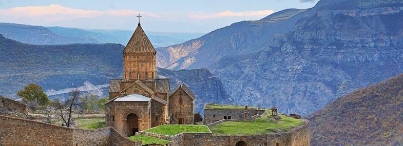 Circuit Arménie - Jour 4 : Goris - Kndzoresk - Monastère de Tatev - Yeghegnadzor